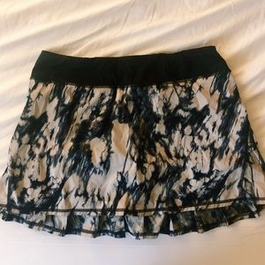 Lululemon Black & Tan Tie-Dye Running Skirt